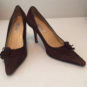 Isaac pumps pointed toe shoes